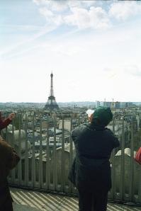 Mini moi au sommet de l'Arc de triomphe by lunavorax